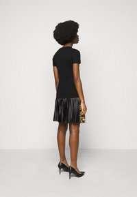Versace Jeans Couture - LADY - Triko spotiskem - black/gold - 2