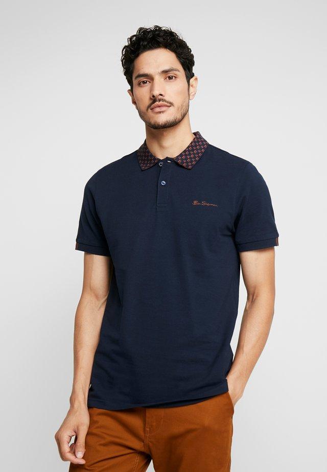 MOD STRIPE COLLAR - Polo shirt - dark navy