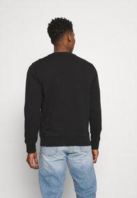 Calvin Klein Jeans - LOGO CREW NECK UNISEX - Sweatshirt - black - 2