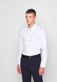 Tommy Hilfiger Tailored - SLIM FIT - Camicia elegante - white - 0
