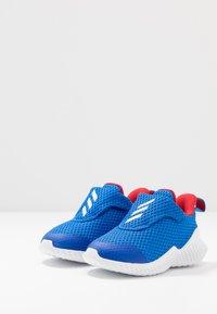 adidas Performance - FORTARUN - Neutrální běžecké boty - glow blue/footwear white/scarlet - 3