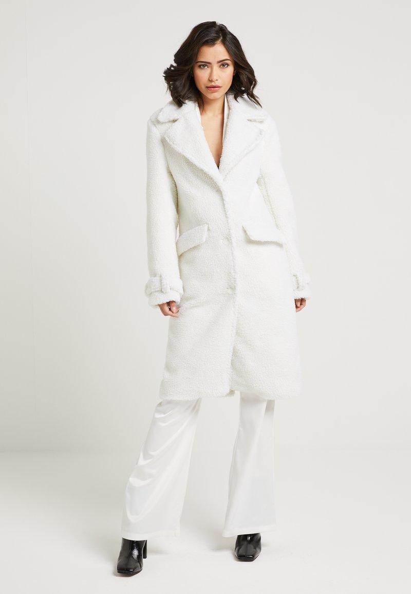 NA-KD - ZALANDO X NA-KD - Zimní kabát - off white