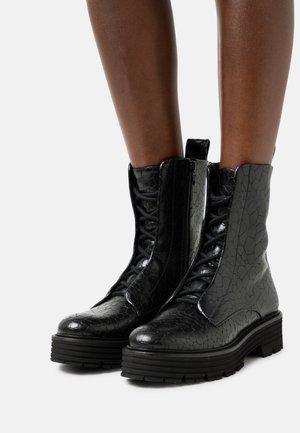 MORI - Platform ankle boots - lava schwarz
