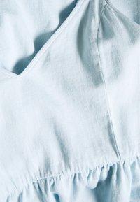 MAMALICIOUS - MLAMORY MIDI DRESS - Sukienka jeansowa - light blue denim - 2
