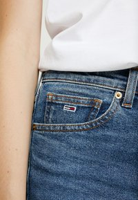 Tommy Jeans - HIGH RISE SLIM IZZY CROP ACMBC - Slim fit jeans - ace mid bl com - 3