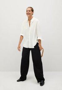 Mango - BASS - Button-down blouse - šedobílá - 1