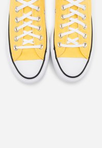 Converse - CHUCK TAYLOR ALL STAR LIFT - Joggesko - butter yellow/white/black - 5