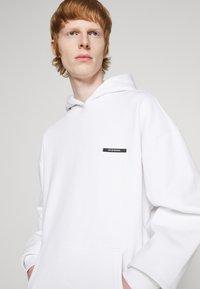 9N1M SENSE - SILENT FLOWERS HOODIE UNISEX - Sweatshirt - white - 7