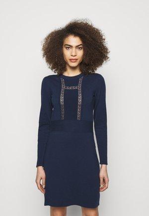 Pletené šaty - blue lagoon