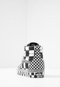 Vans - SK8 - Korkeavartiset tennarit - black/true white - 3