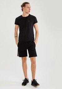 DeFacto - Pantaloncini sportivi - black - 1
