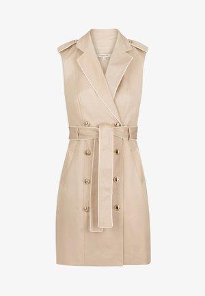 BUTTONED SLEEVELESS WRAP  - Robe chemise - beige