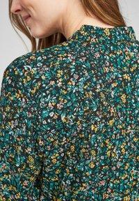 Q/S designed by - MET BLOEMENMOTIEF - Button-down blouse - black aop - 4