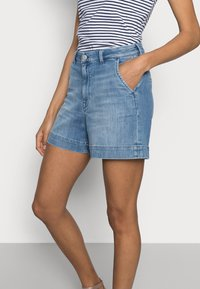 Esprit - DENIM - Denim shorts - blue light wash - 3