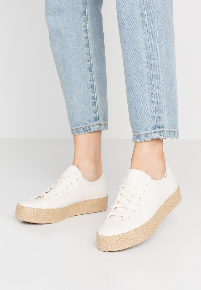 TRIPLE KICK  - Espadryle - white