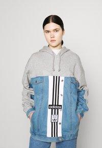 adidas Originals - JACKET - Veste en jean - medium grey heather - 0