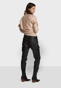 Oakwood - CARGO - Leather trousers - black - 3