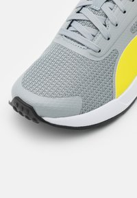 Puma - TAPER UNISEX - Neutral running shoes - quarry/energy yellow/gray violet - 5