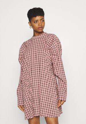 CHECK PUFF SLEEVE A LINE DRESS - Kjole - pink