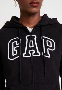 GAP - Zip-up hoodie - true black - 4