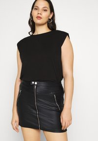 Missguided Plus - COATED DOUBLE POPPER SKIRT - Pencil skirt - black - 3