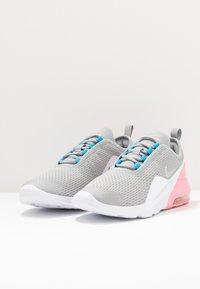 Nike Sportswear - AIR MAX MOTION 2  - Sneakers laag - light smoke grey/metallic silver/pink/laser blue - 4