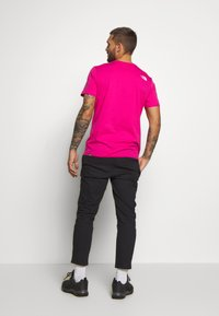 The North Face - M S/S EASY TEE - EU - T-shirt med print - mister pink - 2