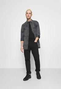 Levi's® - JACKSON WORKER UNISEX - Overhemdblouse - blacks - 1