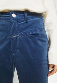 CLOSED - PEDAL PUSHER - Trousers - archive blue - 4