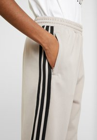 adidas Originals - TRACK PANTS - Pantalon de survêtement - vapour grey - 5