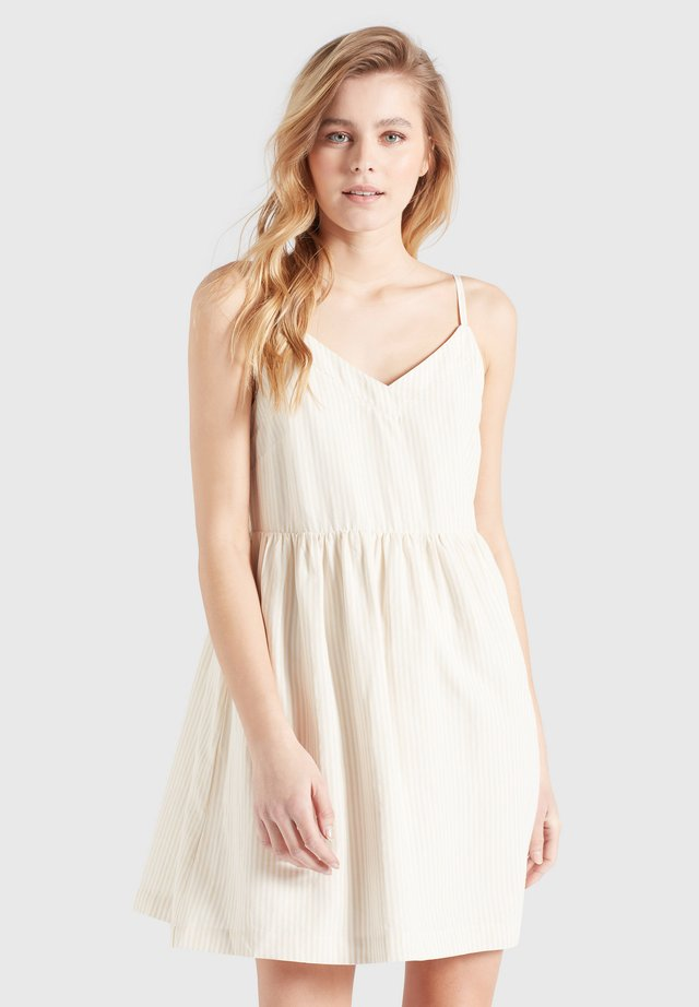 TRAMPY - Korte jurk - sand-weiß gestreift