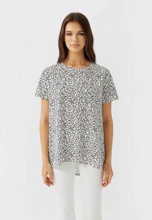 ASYMMETRISCHES  - Print T-shirt - white