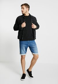 TOM TAILOR - JOSH - Jeansshorts - mid stone wash denim blue - 1