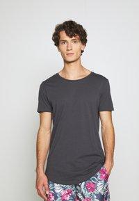 Lee - SHAPED TEE - T-shirts - black - 0