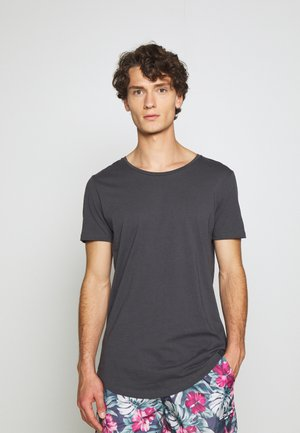 SHAPED TEE - Jednoduché triko - black