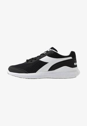 EAGLE 3 - Neutrální běžecké boty - black/white