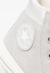 Converse - CHUCK TAYLOR ALL STAR BOOT - Vysoké tenisky - ash grey/pure silver/egret - 5