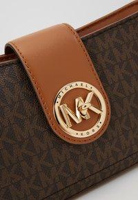 MICHAEL Michael Kors - CARMEN POUCHETTE - Handbag - brown/acorn - 2