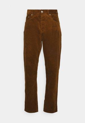 NEWEL PANT - Püksid - tawny rinsed