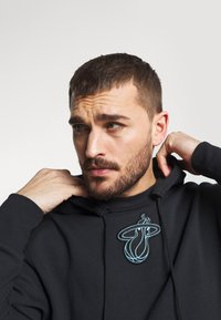 Nike Performance - NBA MIAMI HEAT CITY EDITION ESSENTIAL HOODIE - Club wear - black - 4