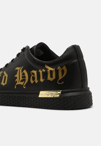 Ed Hardy - SCRIPT TOP - Trainers - black/gold - 6