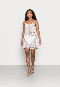 YAS Petite - YASCHELLA SINGLET PETITE - Top - star white/embroidery - 1
