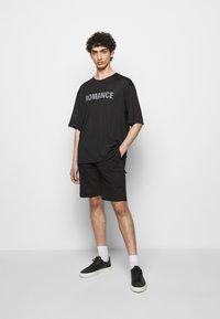 Filippa K - TERRY  - Shorts - black - 1