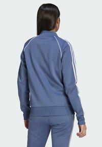 adidas Originals - PRIMEBLUE SST ORIGINALS JACKE - Felpa aperta - blue - 1