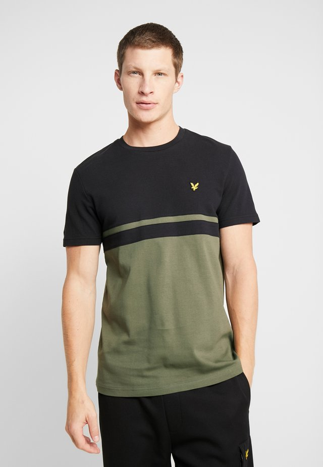PANEL STRIPE - T-shirt con stampa - true black/olive