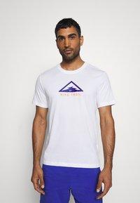 Nike Performance - DRY TEE TRAIL - T-shirt print - white/astronomy blue - 2