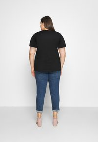 Calvin Klein Jeans Plus - CORE INSTITUTIONAL TEE - T-shirts med print - black - 2