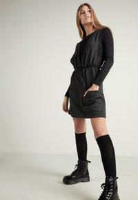 Tezenis - Day dress - - 063u - black/grey houndstooth - 1
