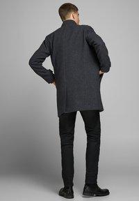 Jack & Jones PREMIUM - JPRBLAMELTON - Classic coat - dark grey melange - 2