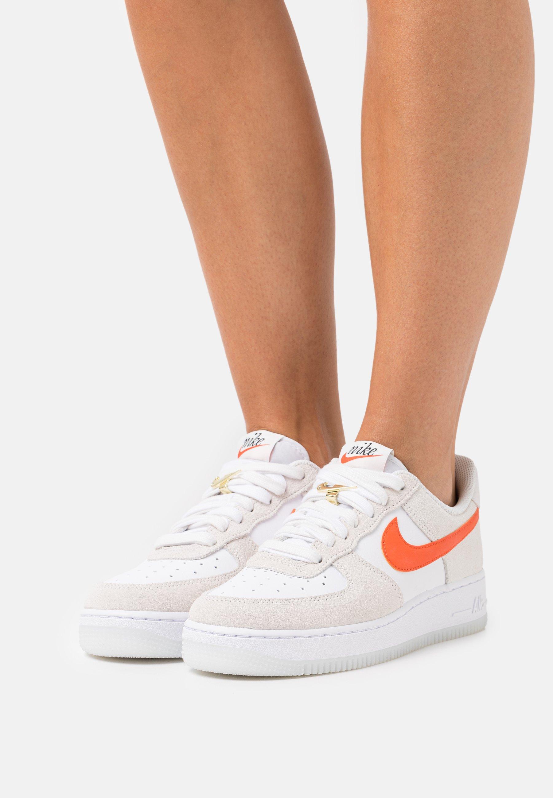 Nike Sportswear AIR FORCE 1 - Baskets basses - white/orange/summit ...